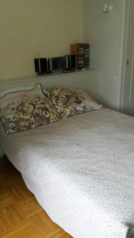 chambre spacieuse tout confort en centre ville - La Tour-du-Pin - Departamento