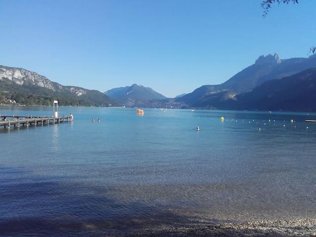 4 chambres à 5 min du lac d'Annecy - Doussard - Gjestehus