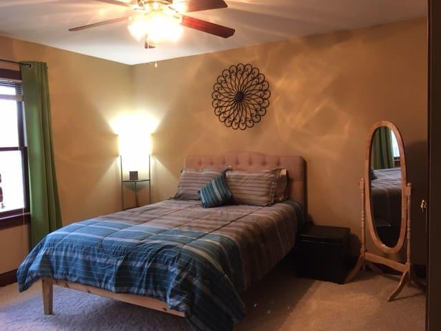 Nice Quiet Queen Bedroom - Heath