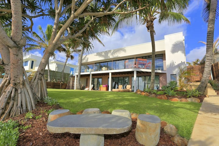 ZEN Beach Retreat - Absolute Beachfront Residence - Bargara