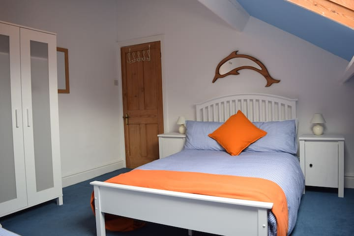 Room in Lakes market town. Small double & single - Ulverston - Maison