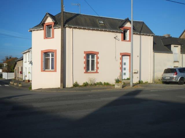 maison située à 30 mn de la cote - Pontchâteau - 獨棟