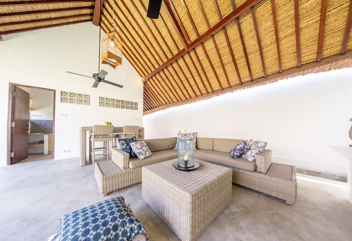 Villa with private pool + direct beach access - Tanjung