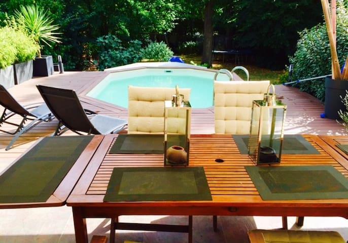 Maison avec piscine chauffée et jacuzzi - Saint-Vrain