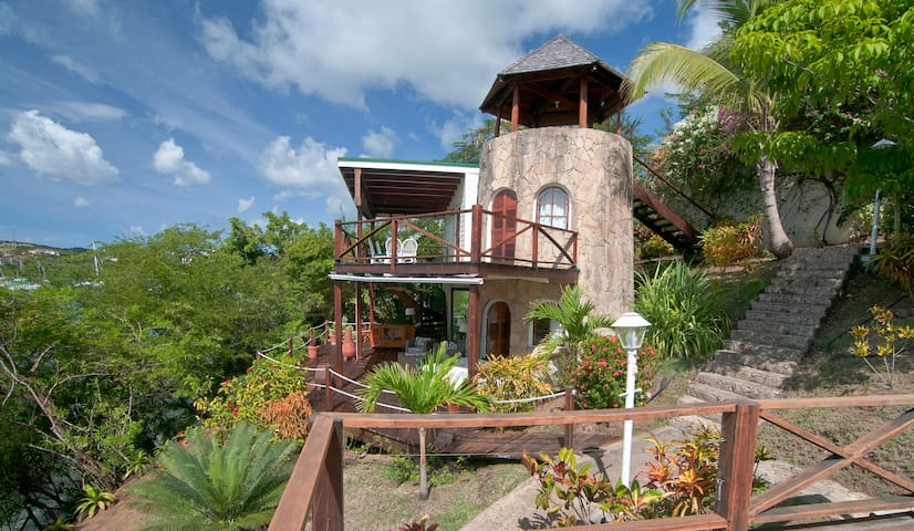 Sugar Mill Tower - 1 BR Romantic Waterfront Haven - L'Anse aux Epines - Vakantiewoning