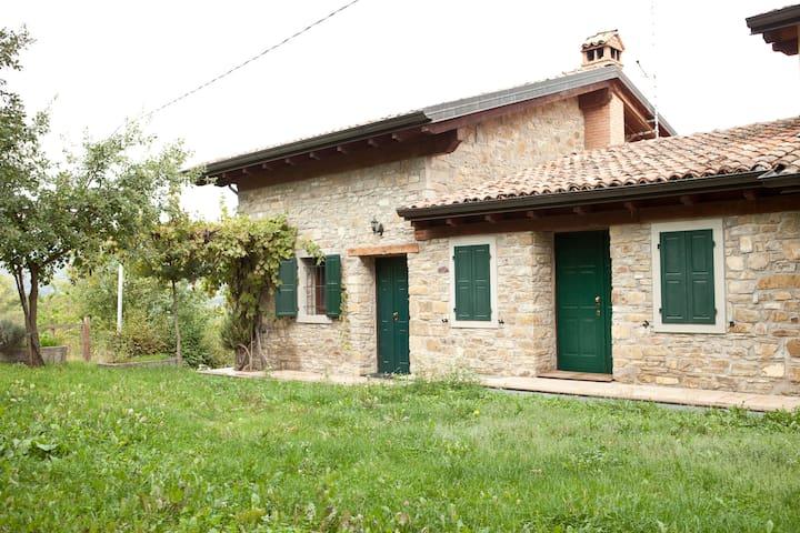 Casa in pietra nella natura - Montecreto - Hus