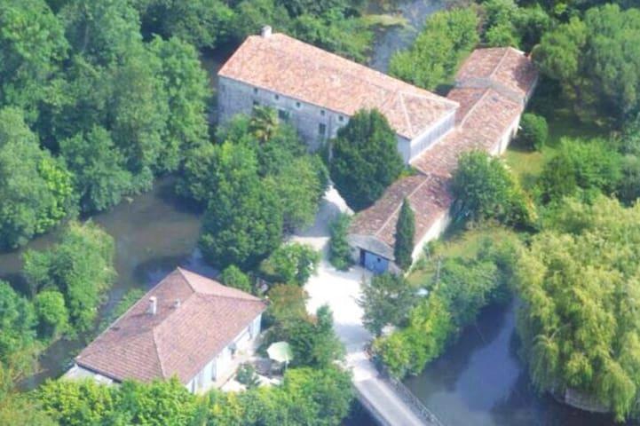 14thCentury watermill & gîte complex. Cottage 1. - Pons - Appartement
