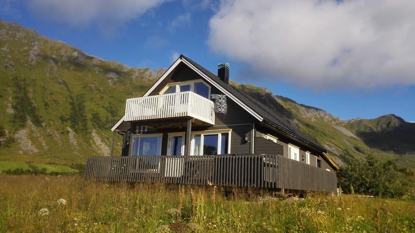 Guesthouse in Brenna - Svolvær - Huis