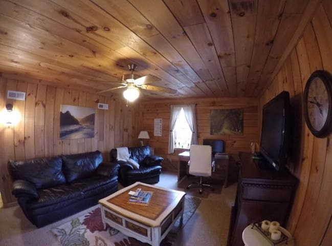 Relaxation Awaits in Rustic Cabin! - Morganton - Hus