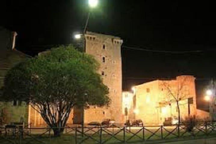 apartment in a panoramic castle - Grutti - Departamento