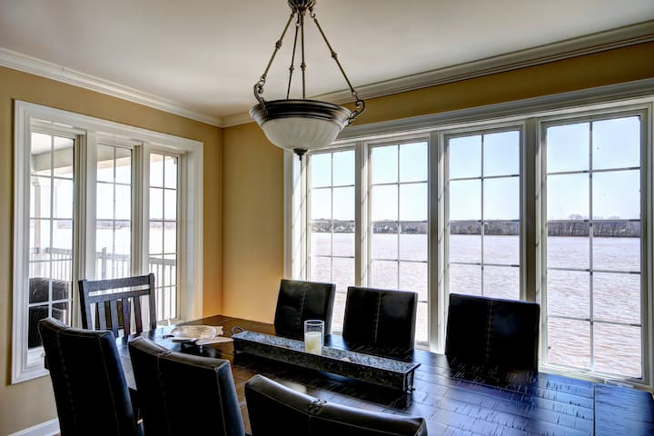 Private/Luxurious Riverhouse for Derby! - Jeffersonville