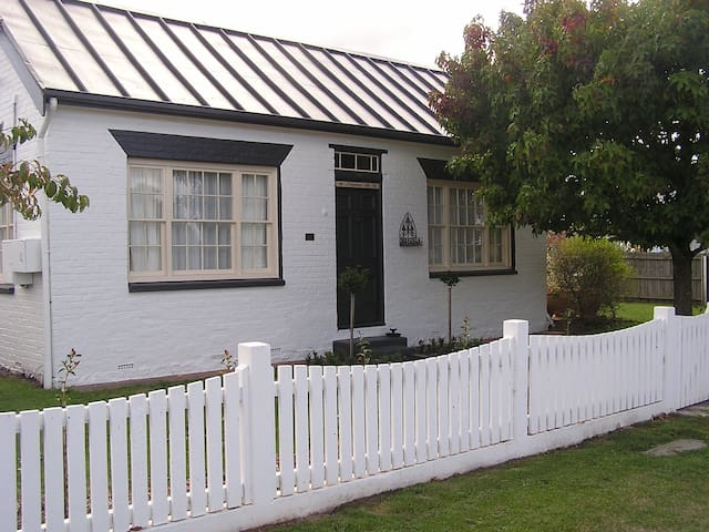 Primrose Hill Cottage Accommodation - Longford - Haus