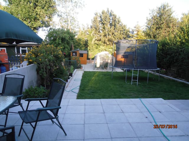 A bright studio room with easy transportation - London - Rumah
