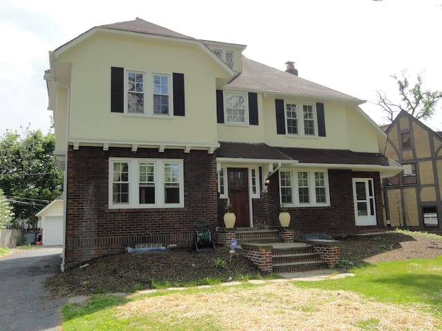 Comfortable & Spacious Shaker Hts RNC Rental - Shaker Heights - Haus
