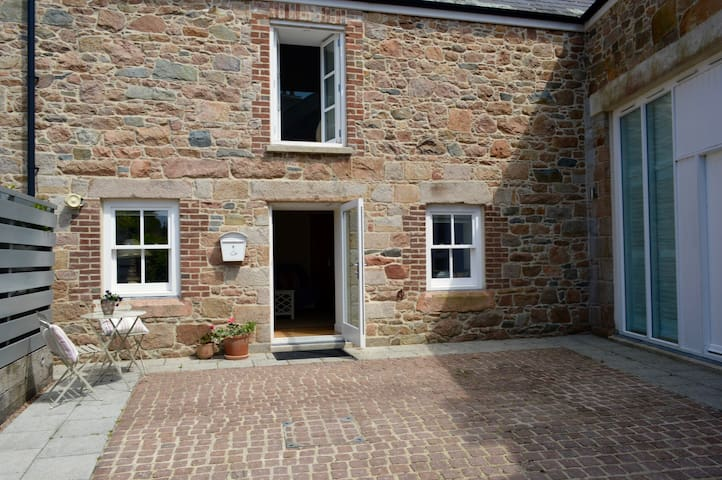 Tranquil 5* Cottage yet Close to Town - JE - Ev