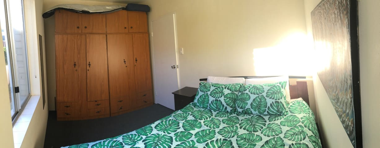 Cozy room ideally placed 430 m from beach. - Merewether - Apartamento