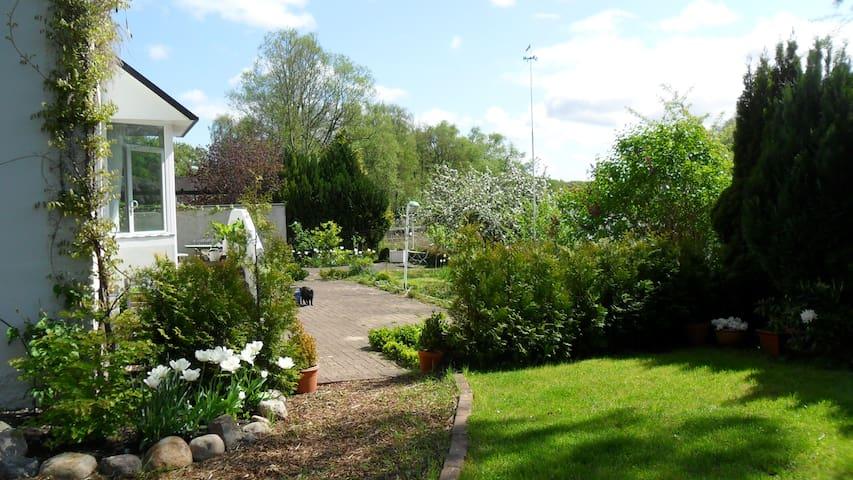 House  on the idyllic Schwentine - Kiel - Hus