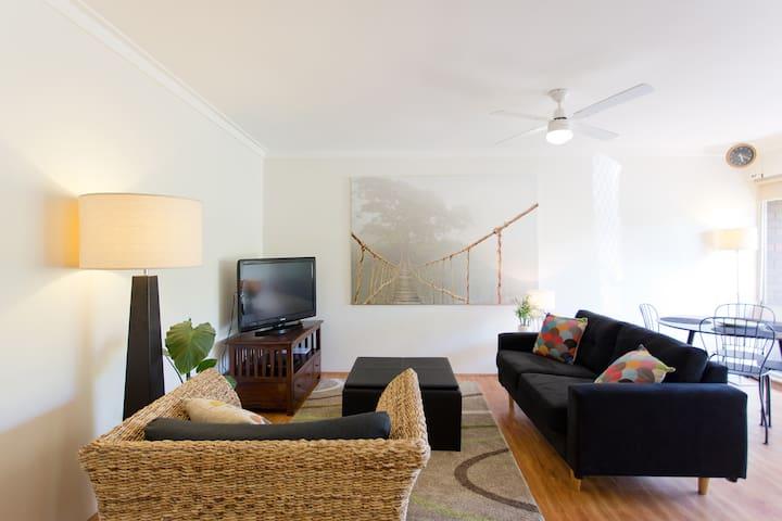Funky Little Apartment - Scarborough - Apartemen