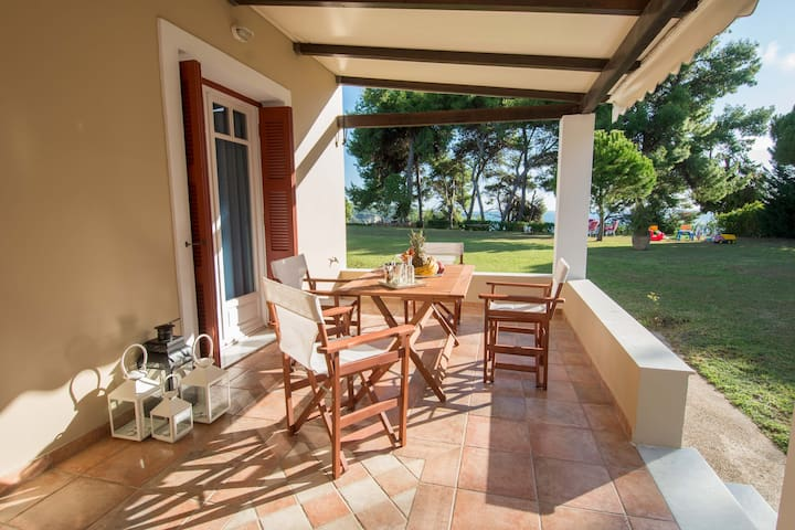 One bedroom house ideal for family holidays!