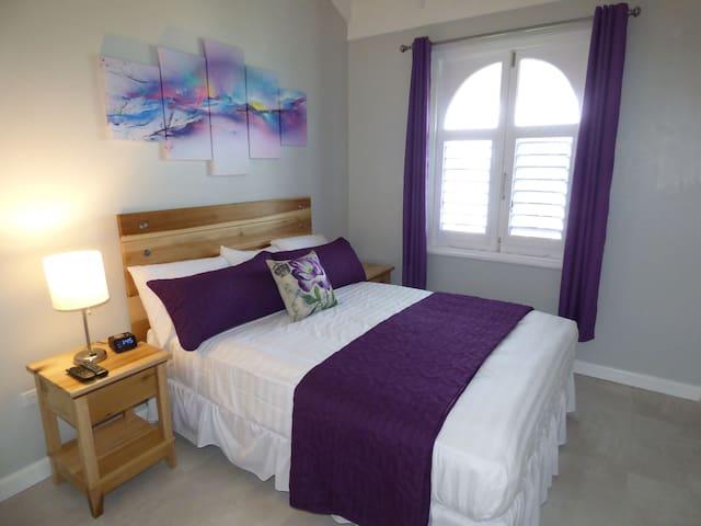 Beach Two Bedroom Loft Suite E29 - Ocho Rios - Betjent leilighet
