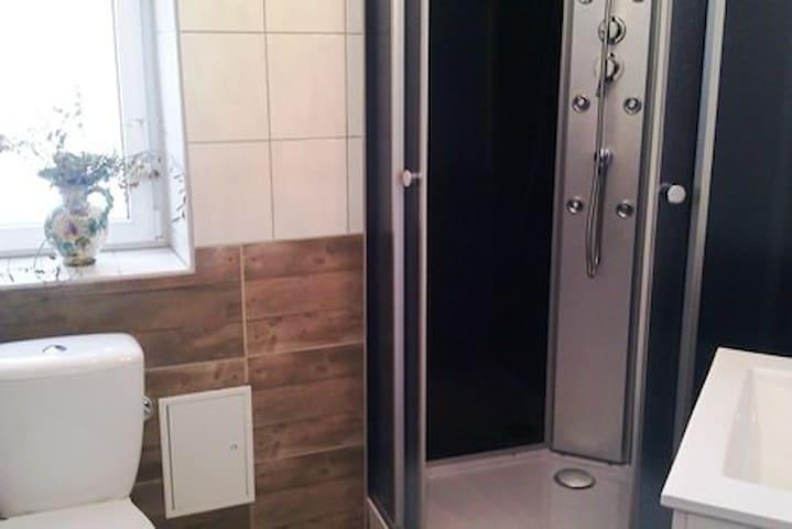 Beautiful room with a new bath - Bad Wildbad - Ev