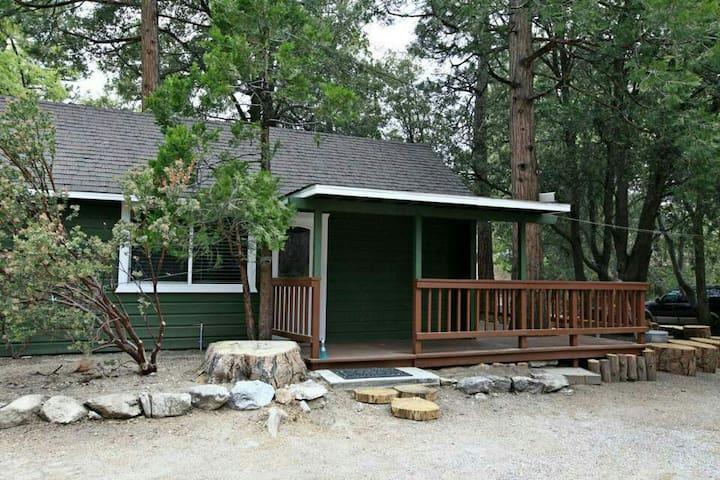 Little Hotei Green Cabin - Idyllwild-Pine Cove - キャビン