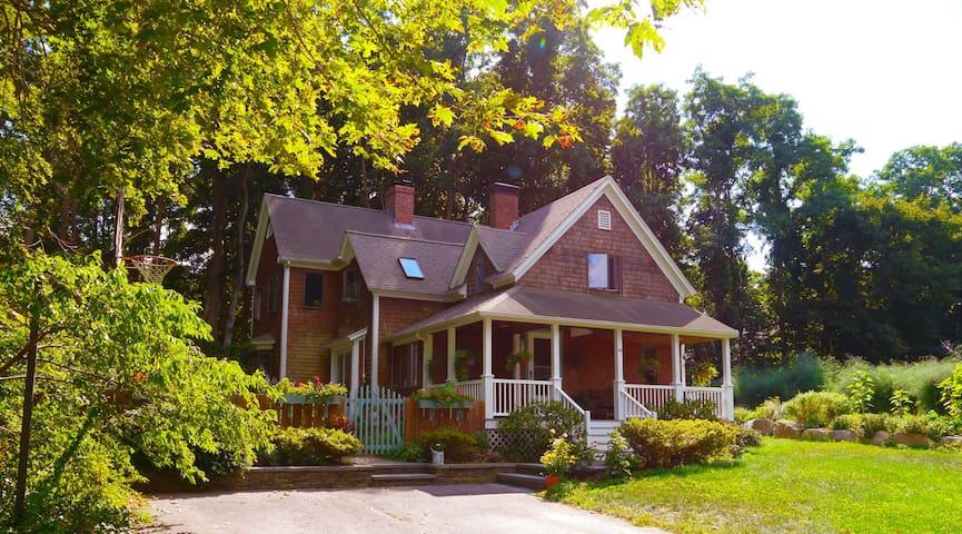 Exquisite home filled with charm - Bourne - Huis