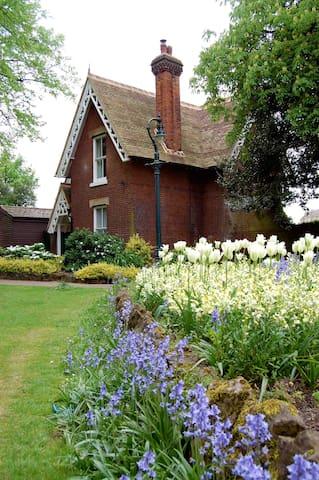 Old Gardener's Cottage - Canterbury - Ev