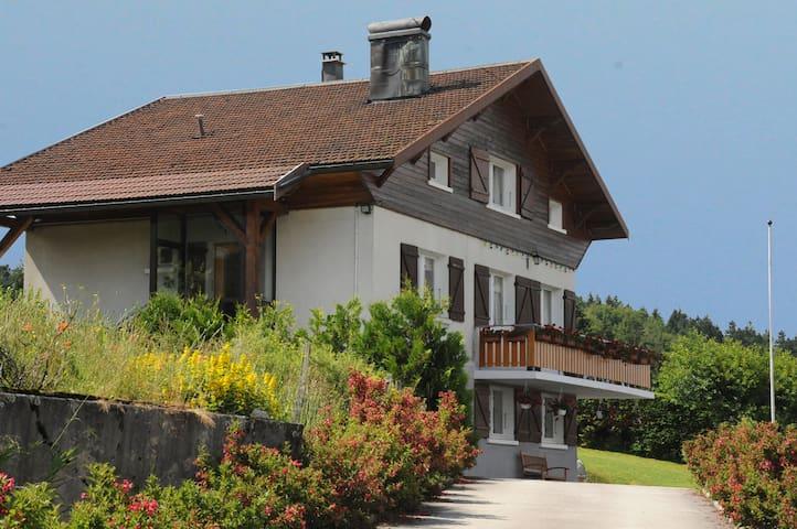 Appartement vue sur le lac calme et agréable - Montperreux - Квартира