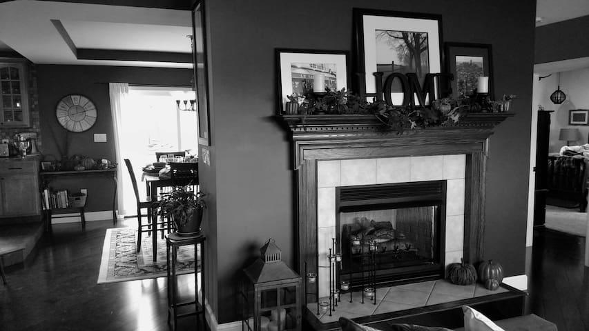 Beautiful home in country! - Oswego - Casa