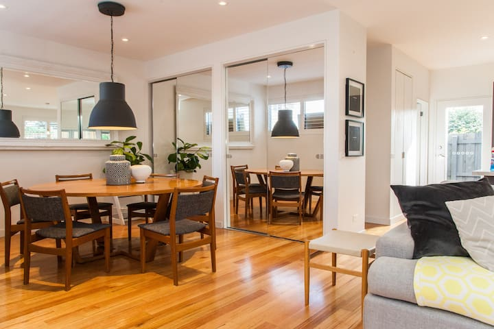 family friendly 3 bedroom home! - West Footscray - Rumah