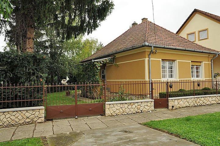 Cosy rustic house with garden - Dombóvár - Maison