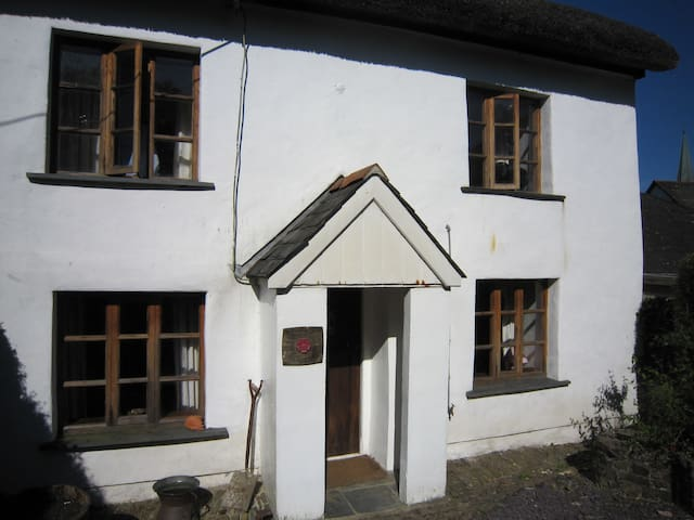 Traditional Thatched Cottage - Kings Nympton