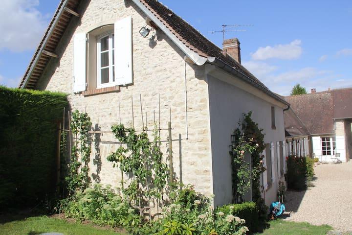 Charmante Fermette du Vexin Normand à 1 h de Paris - Fours-en-Vexin - Hus