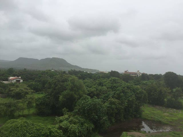 Full apartment, Mountain view from rooms - Alibag - Appartement