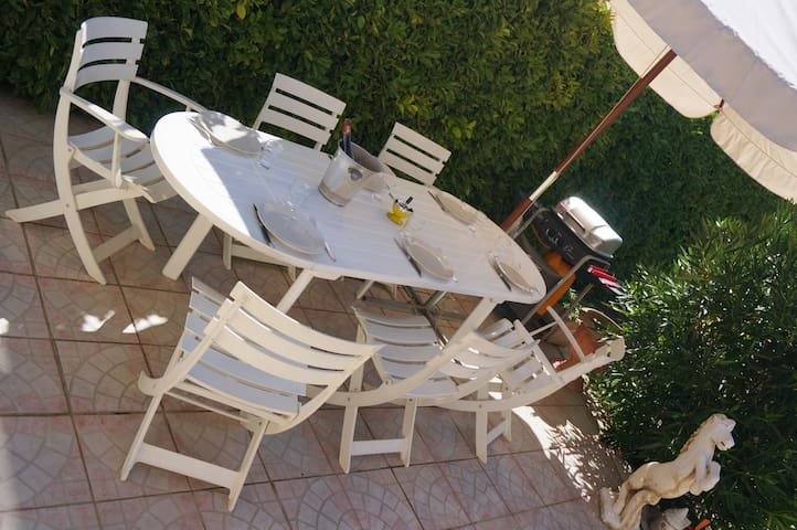 Quiet in a charming village 20min from the beaches - Vérargues - Villa
