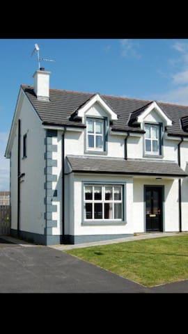 Holiday Home in Sunny Bundoran - Bundoran, County Donegal, IE - Casa