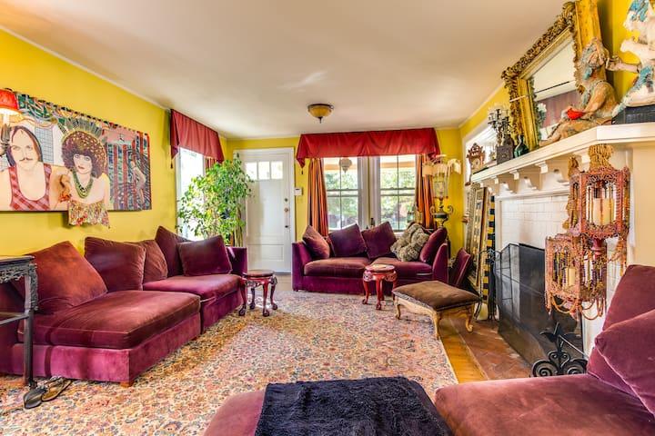 Magical, Colorful Victorian.... - Asbury Park - Casa