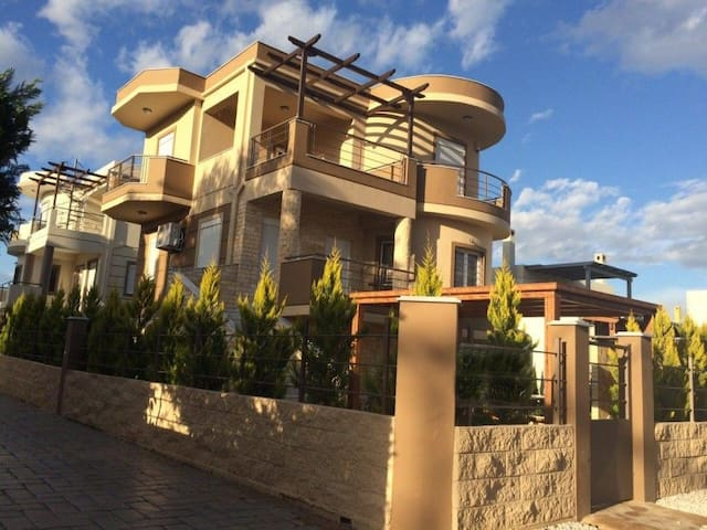 House for rent on the beach Greece - Nerantza - Huis