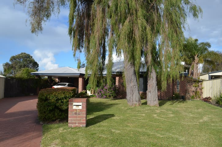 Large modern home in beautiful Cloisters Estate 2 - West Busselton - Hus
