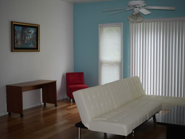 Central Tallahassee Townhouse - Таллахасси - Дом