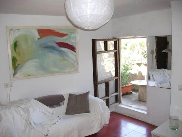 studio flat, bedroom, & kitchen - Deià - 公寓