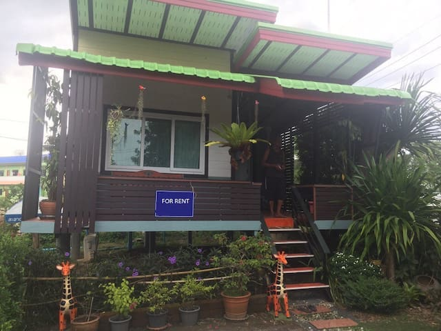 Cozy Bungalow 1 Bedroom, near lake and sport zone. - Tambon Si Sunthon - Hus