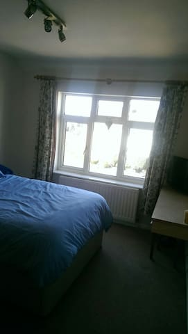 Large cosy double bedroom available - Stourbridge - Ev