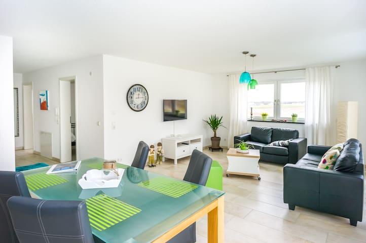 Apartment mit Balkon und 2 Schlafzimmer - Aulendorf - Departamento