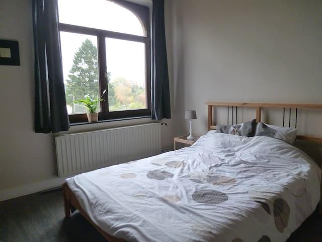 Jolie chambre à Bastogne - Bastogne - 一軒家