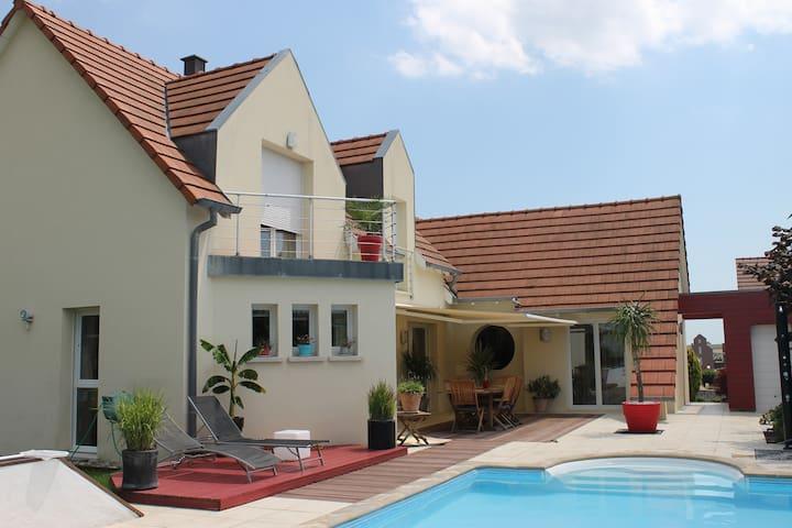 Belle maison contemporaine à 10 mn de Strasbourg. - Breuschwickersheim - Huis