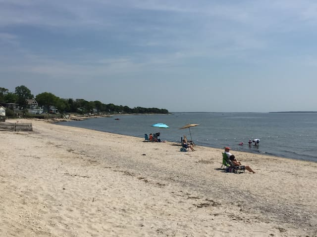 Walk to Beach in Heart of North Fork Wine Country - Jamesport - Casa