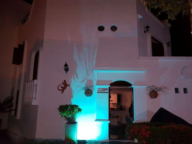 Linda cabaña mediterránea-jacuzzi, H/da Napoles - Doradal - Cabin