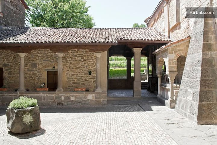 Historical House Medieval Abbey - Pratolongo - Appartement